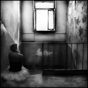 siyah beyaz yalnızlık resimleri